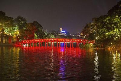 Hoan Kiem lake vlakbij de oude wijk van Hanoi