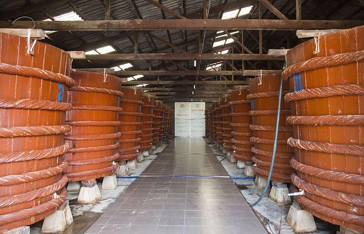 Een vissausfabriek op het Phu Quoc eiland