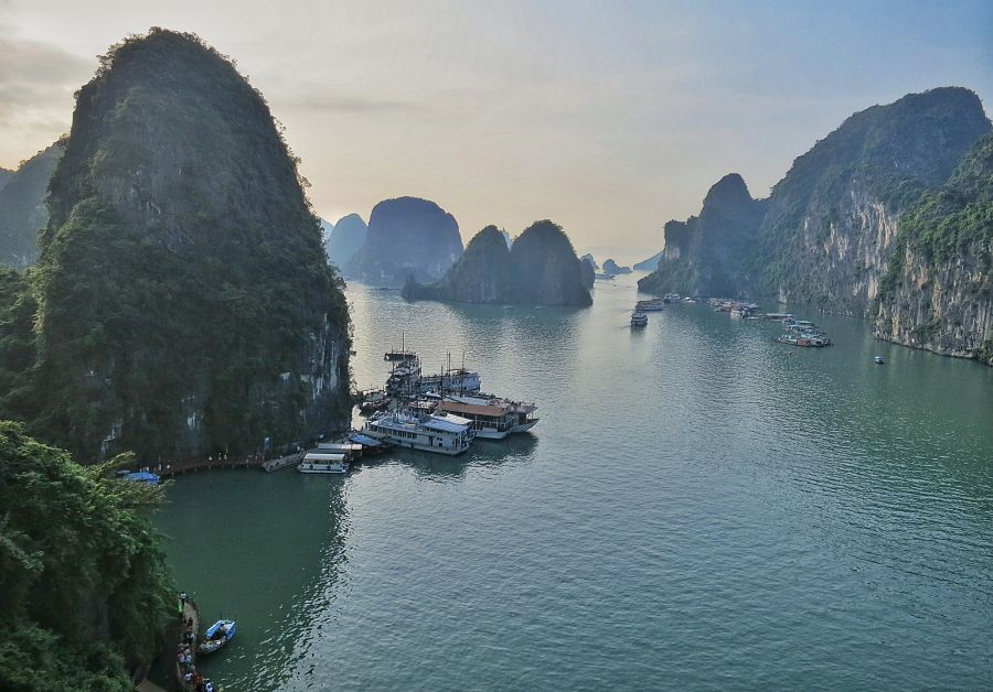 Uitzicht over Halong Bay