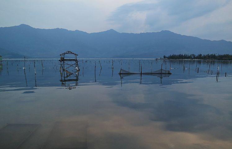 Uitzicht over de lagune vanuit een restaurant