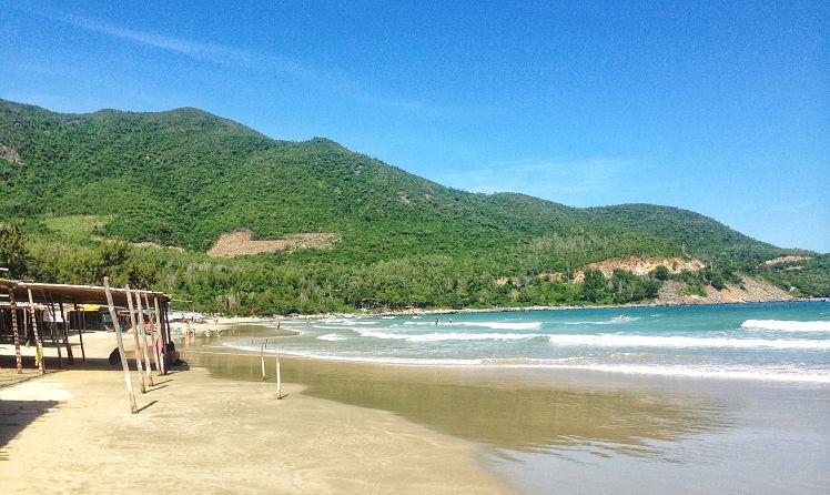 Het Bai Dai strand met haar geimproviseerde restaurants