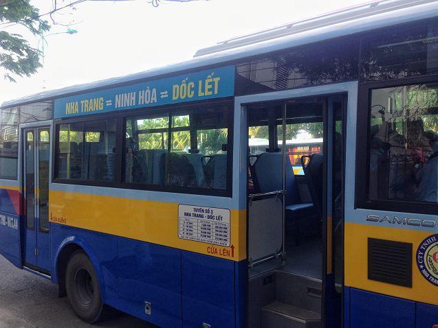 De bus naar Doc Let Beach