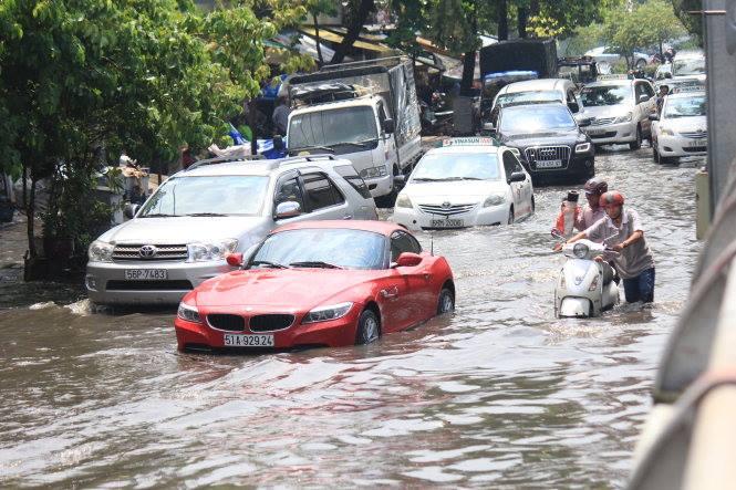 overstromingen tijdens het regenseizoen in vietnam
