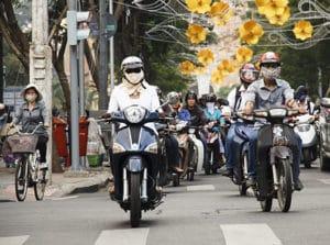 Veilig de weg oversteken in Vietnam