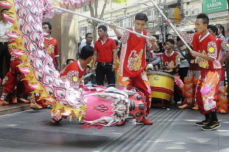 Het straatbeeld tijdens Vietnamees Nieuwjaar