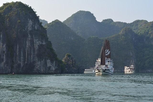 Ga op een cruise door Bai Tu Long Bay