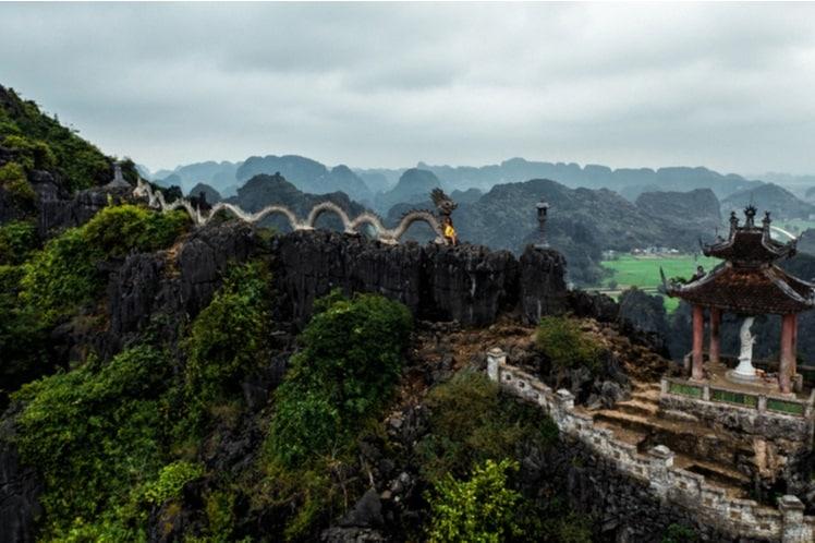 De draak op de top van Hang Mua